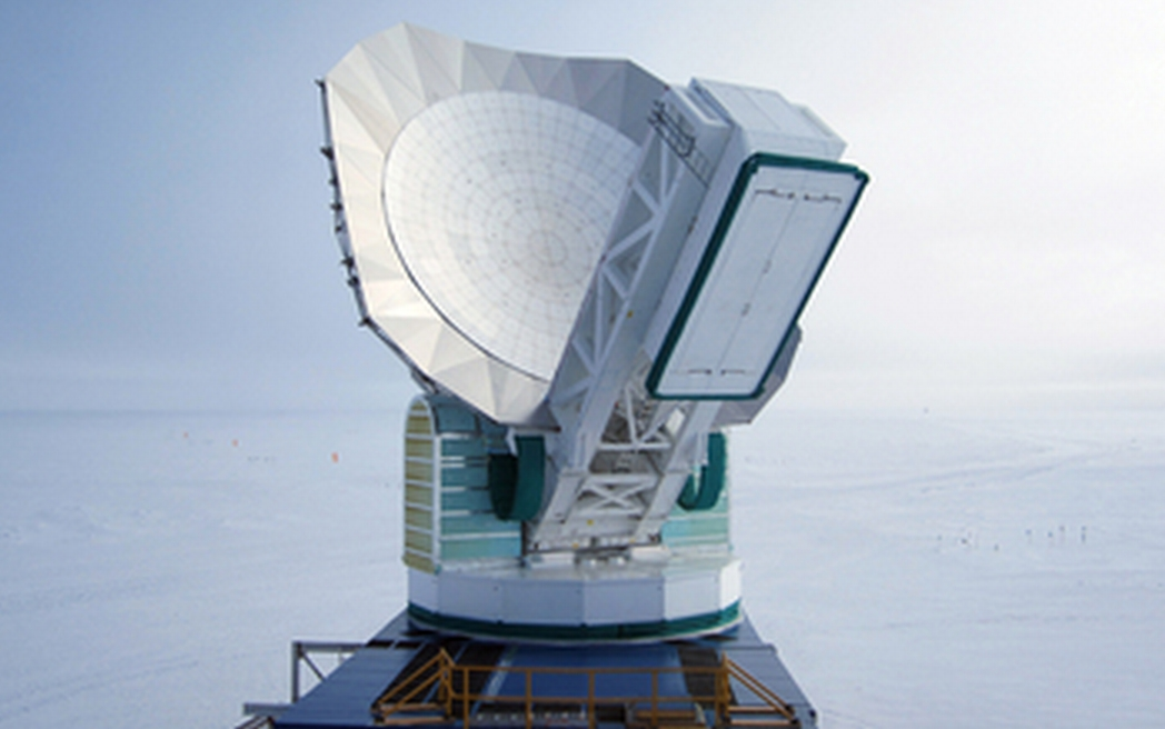 The South Pole Telescope. Credit: John Mallon III, National Science Foundation
