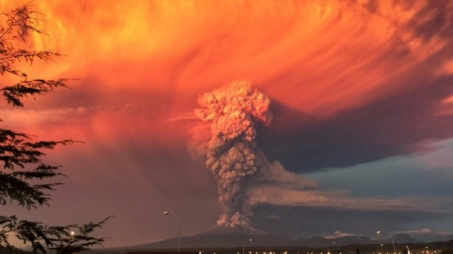 An eruption of the Calbuco Volcano in southern Chile. A team of astronomers led by the UW's Amit Misra used data from volcanic eruptions on Earth to predict what an Earth-like exoplanet might look like during such eruptions.Wikimedia commons