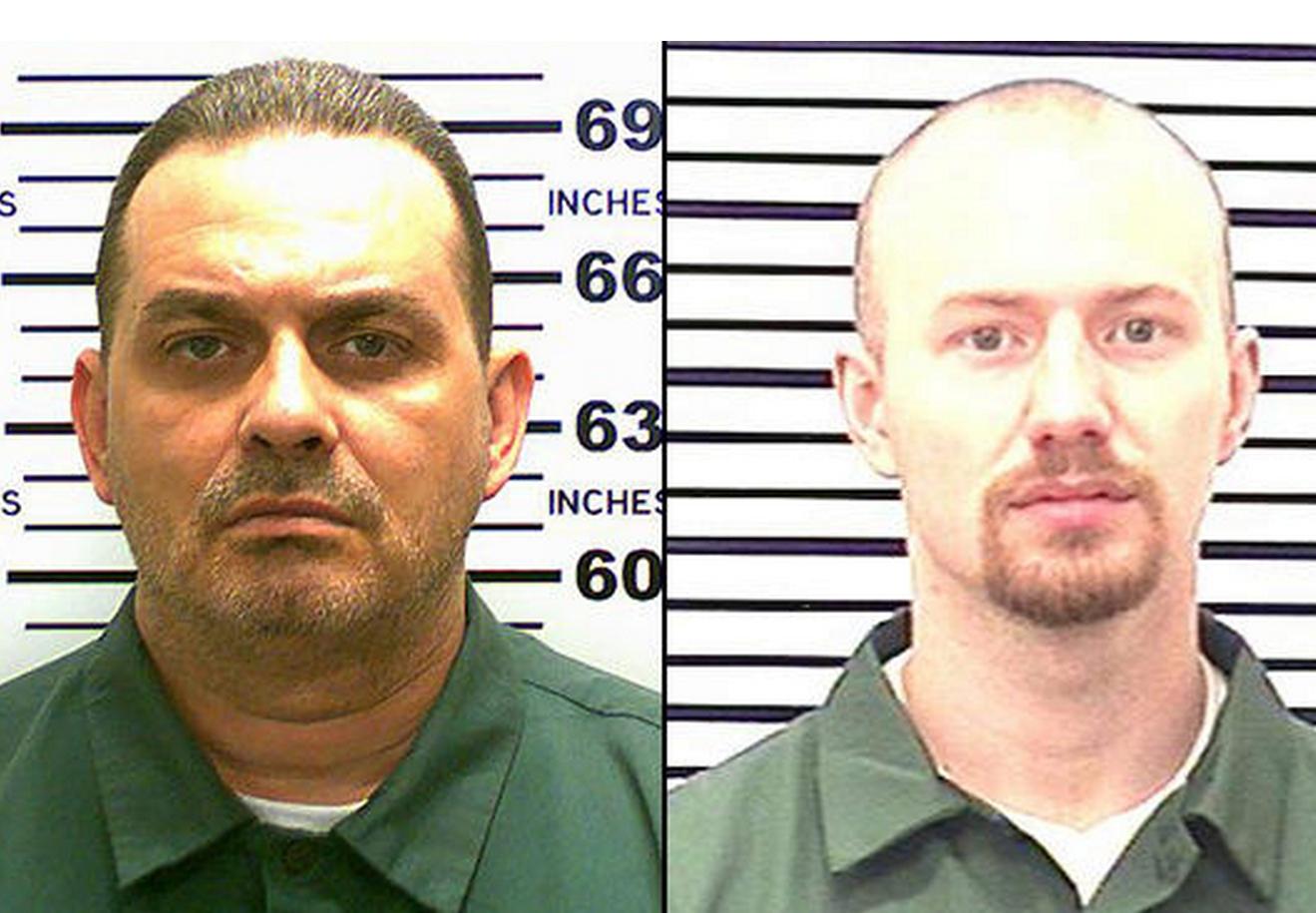 The search continues for escaped convicts David Sweat (l) and Richard Matt (r).