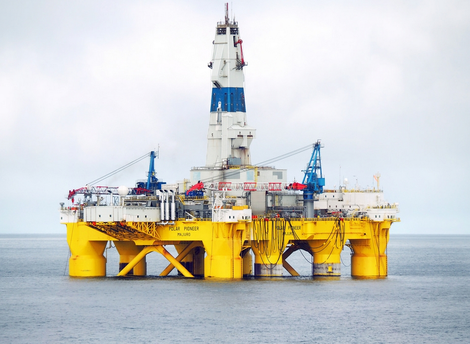 Drilling ship Polar Pioneer in the Chukchi Sea, August 2015. Image-Shell