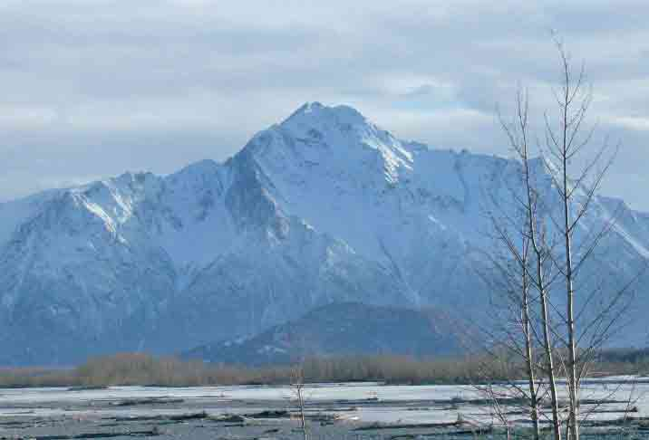 Pioneer Peak, near Anchorage. Image-Xnatedawgx/Creative Commons.