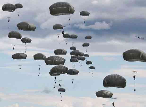 Paratroopers with the 4th Infantry Brigade Combat Team (Airborne), 25th Infantry Division perform an airborne proficiency operation on Malemute Drop Zone at Joint Base Elmendorf-Richardson. Image-4th Brigade Combat Team (Airborne), 25th Infantry Division
