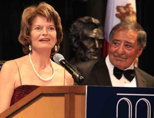 Alaska's Senator Lisa Murkowski receiving the Jefferson-Lincoln Award at the Panetta Institute in California. Image-Office of Senator Murkowski