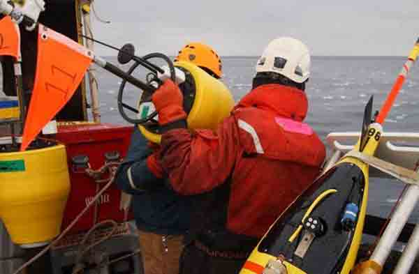 Preparing to drop a buoy in the Arctic Ocean. Image-Jim Thompson University of Washington/Applied Physics Laboratory