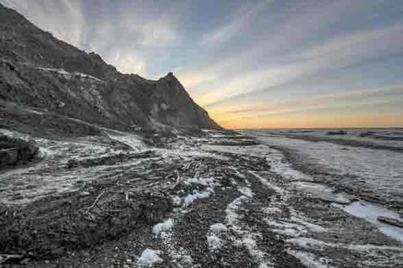 An eroding coastline in the arctic summer. Image-Alfred-Wegener Institute/Jaroslav Obu