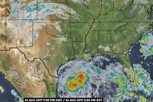 Harvey moves closer to Texas coast bringing in heavy showers