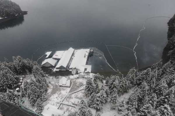 Unified Command responders conduct an overflight of the oil spill incident site at Port William.U.S. Coast Guard photo.