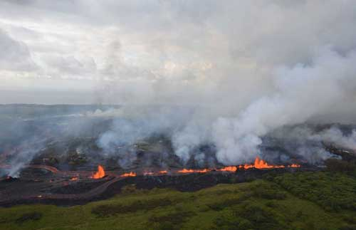 Lava fountains from Fissure 20 in Kīlauea Volcano's lower East Rift Zone in Hawaii, May 19, 2018. Image-USGS