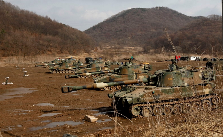 South Korean K-55 self-propelled howitzers participating in 2013 Key Resolve/Foal Eagle exercises.