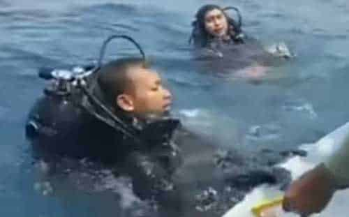 Divers with the Indonesian Navy retrieve black box from wreckage of Lion Air flight. Image-YouTube