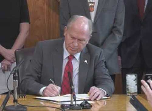 Governor Bill Walker Tuesday signed Administrative Order 289 establishing the Alaska Climate Change Strategy and Climate Action for Alaska Leadership Team. Image-State of Alaska